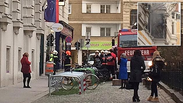 Die Schule am Wiener Hammerlingplatz wurde sofort evakuiert. (Bild: APA/HANNAH DRUSANY)