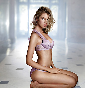 Martha Hunt (Bild: Victoria's Secret)