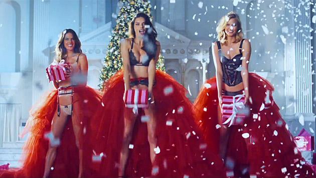 Die Model-Engel bringen heuer die Geschenke. (Bild: YouTube.com)