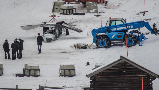 """Ein gecrashter Hubschrauber spielt offenbar eine Rolle im Bond-Film """"Spectre"""". (Bild: Brunner Philipp)"""