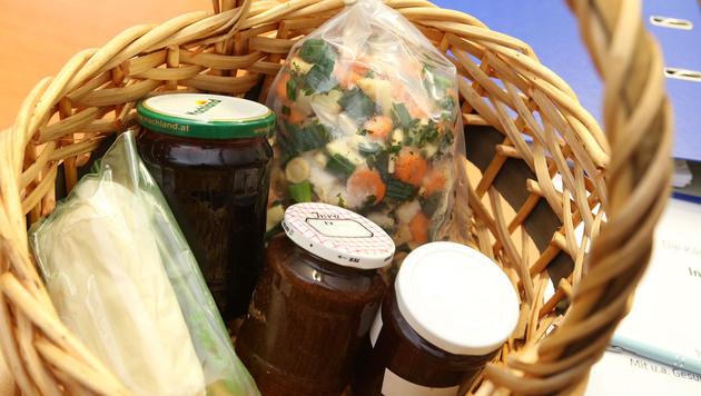 Lebensmittel werden von den besorgten Bürgern zur Überprüfung gebracht. (Bild: Uta Rojsek-Wiedergut)