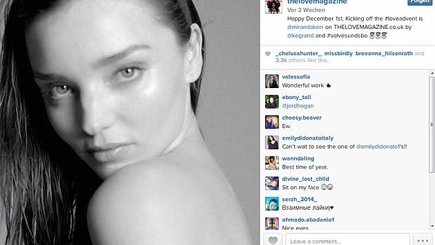 Auch Miranda Kerr versteckt sich hinter einem Adventskalender-Türchen. (Bild: instagram.com/thelovemagazine)