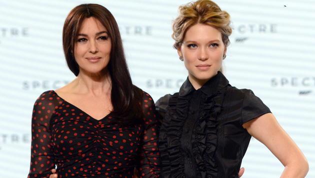 Monica Bellucci und Lea Seydoux - eines der Bond-Girls soll lesbisch sein. (Bild: EPA)