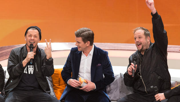 """Michi Beck und Smudo erinnerten sich auf der Wettcouch an 33 Jahre """"Wetten, dass..?"""" zurück. (Bild: ZDF)"""