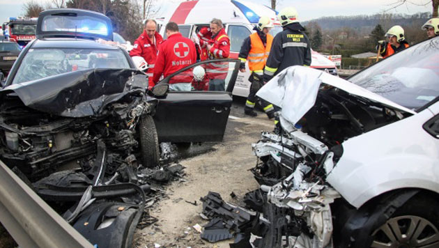 Ehepaar bei Frontalkollision schwer verletzt (Bild: Daniel Scharinger/laumat.at)