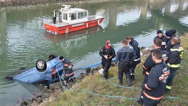 Das Auto wurde aus dem Donaukanal gezogen. (Bild: APA/MA68 LICHTBILDSTELLE/UNBEKANNT)