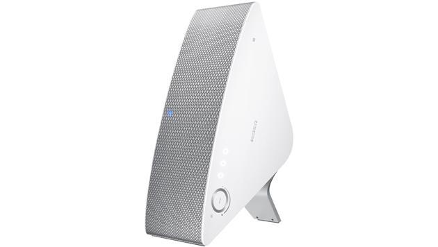 Auch die M7-Box lässt sich mittels Ständer in vertikaler Postition betreiben. (Bild: Samsung)