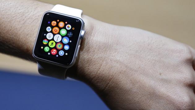 Apple Watch wird nun auch in Österreich verkauft (Bild: APA/EPA/MONICA DAVEY)