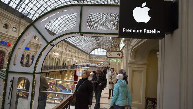 Apple stoppt seinen Online-Verkauf in Russland (Bild: AP)