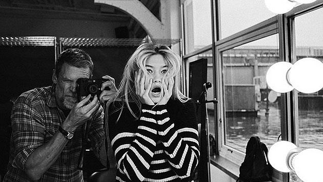 """Gigi Hadid postete einen Schnappschuss mit dem Untertitel """"Bin der Trottel am Set von @VSPink."""" (Bild: instagram.com/gigihadid)"""