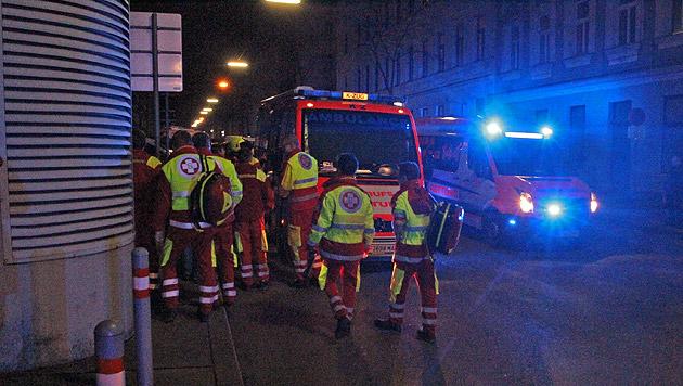 Die Wiener Berufsrettung war mit einem Katastrophenzug vor Ort. (Bild: Andi Schiel)