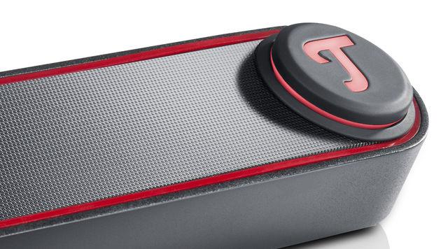 Über das leuchtende Drehrad wird die Lautstärke reguliert oder die Bluetooth-Suche aktiviert. (Bild: Teufel)