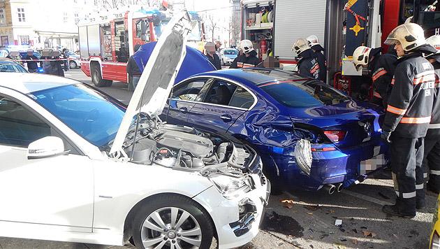Pkw auf Gehsteig geschleudert - Passanten verletzt (Bild: MA 68 Lichtbildstelle)