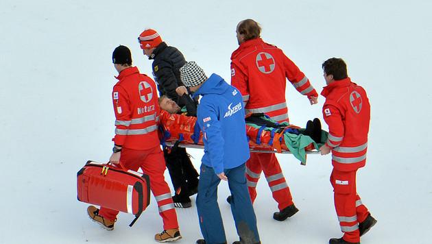 Christoph Bieler bei Probesprung schwer gestürzt (Bild: AP)