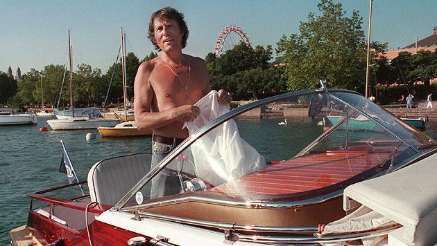 Ein freizügiger Udo Jürgens auf seinem Boot am Limmat in der Schweiz im August 1994 (Bild: APA/EPA/STR)