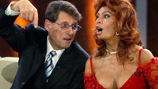 """Udo Jürgens und Filmdiva Sofia Loren 2004 bei der 150. Sendung von """"Wetten, dass..?"""" (Bild: dpa/dpaweb/ddp/POOL/Michael Urban)"""