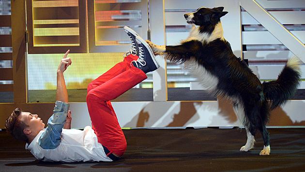 """Tiertrainer Lukas aus Wien und sein Hund """"Falco"""" gewannen das """"Supertalent"""" im Jahr 2013. (Bild: dpa)"""
