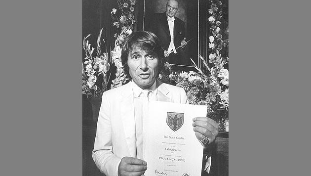 Jürgens wird 1981 mit dem Paul-Lincke-Ring der Stadt Goslar ausgezeichnet. (Bild: APA/dpa/Wolfgang Weihs)