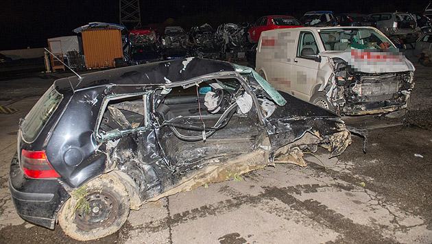 Stopptafel übersehen: 51-Jähriger stirbt bei Crash (Bild: APA/FOTO-KERSCHI.AT/WERNER KERSCHBAUMMAYR)