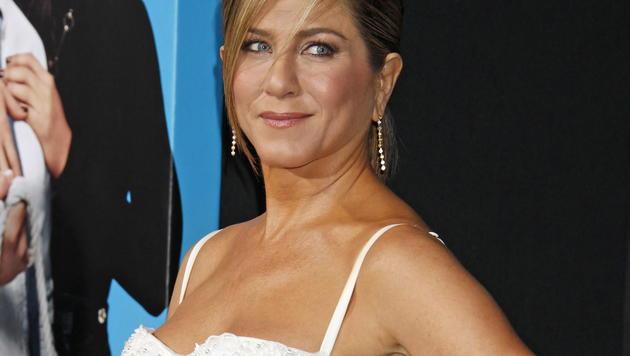 Jennifer Aniston: Bevor sie einen Jet betritt, muss sie die Maschine von außen berühren. (Bild: EPA)