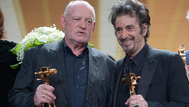 Joe Cocker bei der Verleihung der Goldenen Kamera 2013 mit Al Pacino (Bild: MAURIZIO GAMBARINI/EPA/picturedesk.com)