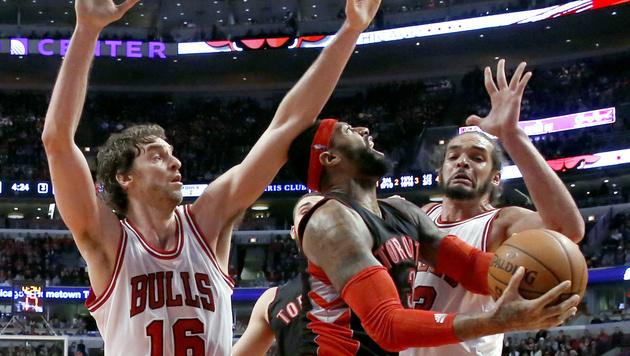 Chicago siegt mit 49 Punkten im letzten Viertel (Bild: AP/Charles Rex Arbogast)