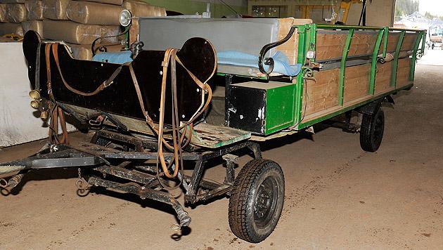 Die Kutsche mit sechs Insassen an Bord prallte... (Bild: Roland Holitzky)