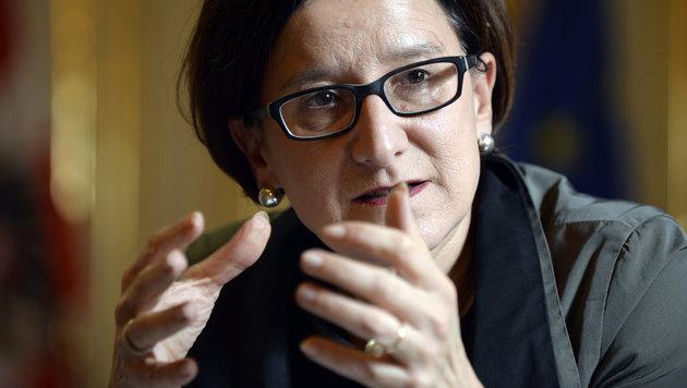 Mikl-Leitner will Asyl-Schnellverfahren ab Sommer (Bild: APA/HANS KLAUS TECHT)