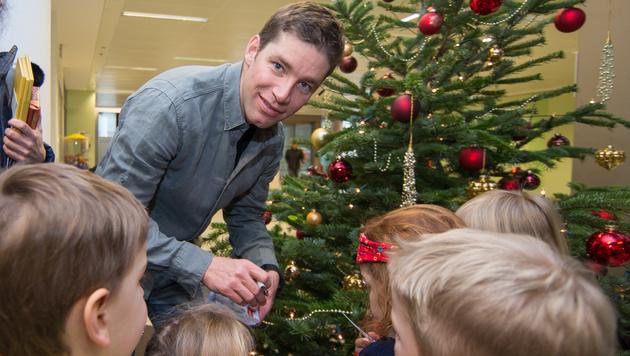 Skistars auf Weihnachtsbesuch in Kinderklinik (Bild: APA/EXPA/JOHANN GRODER)