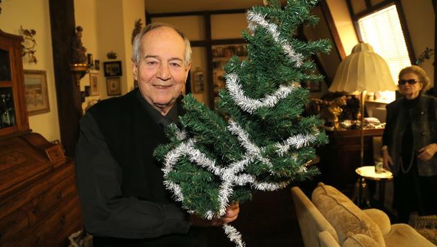 An Weihnachten und den Festtagen mag er nur  Christbäume: Otto Schenk. (Bild: KRISTIAN BISSUTI)