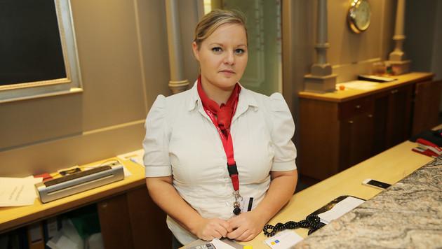 Die 27-jährige Jana K. händigte dem Räuber das Geld aus. (Bild: Peter Tomschi)