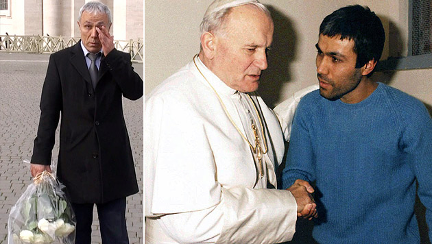 Agca 2014 auf dem Petersplatz (li.) und 1983 bei einem Besuch von Johannes Paul II. im Gefängnis (Bild: Adnkronos/AFP, AP)