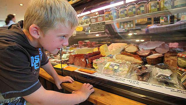 Gesundes Essen von unseren Bauern für unsere Kinder und keine Massenproduktion à la USA (Bild: Jürgen Radspieler)