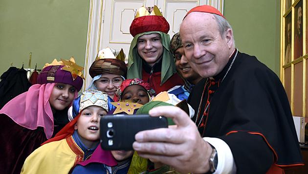 Sternsinger besuchen Kardinal Christoph Schönborn (Bild: APA/HERBERT P. OCZERET)
