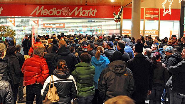 Auch beim Mediamarkt im Welser max.center war der Ansturm groß. (Bild: Markus Wenzel)