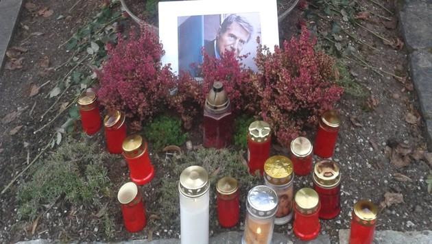 """In diesem Grab am Pfarrfriedhof in Ottmanach in Kärnten ruhen Udo Jürgens"""" Eltern und Bruder. (Bild: Alexander Schwab)"""