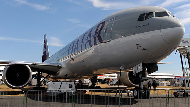 Eine Boeing 777 der Qatar Airways (Bild: EPA/Andy Rain/picturedesk.com (Symbolbild))