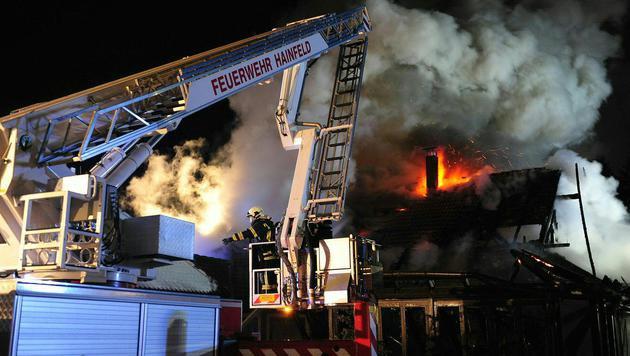 Pizzeria brannte nach Gas-Durchzündung lichterloh (Bild: APA/BFKDO LILIENFELD/CHRISTIAN TEIS)
