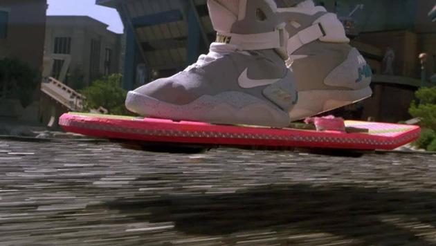 1985 dachte man, bis 2015 würde das Skateboard durch das schwebende Hoverboard abgelöst. (Bild: facebook.com/BTTF)