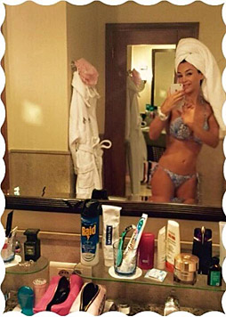 Verona Pooth sendet ein Bikini-Selfie aus Dubai. (Bild: facebook.com/Veronapoothofficial)
