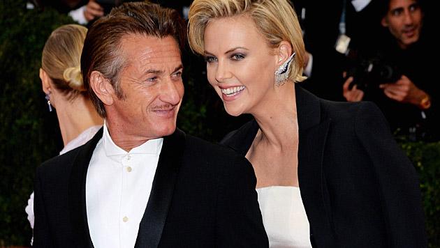 Sean Penn und Charlize Theron sind angeblich verlobt. (Bild: APA/EPA/JUSTIN LANE)