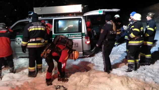 Nach der Erstversorgung durch die Bergretter wurde der unterkühlte Villacher ins Spital gebracht. (Bild: Polizei)