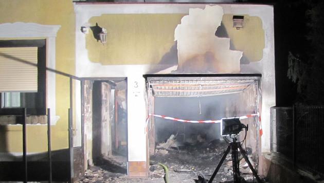 Bewohner flüchten durch Fenster vor Feuerinferno (Bild: APA/Feuerwehr Strasshof)
