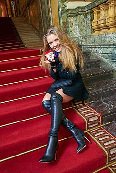 Mit der Familie eng zusammen zu bleiben und weiterhin Erfolg beim Karriereaufbau: Victoria Swarovski (Bild: Alexander Tuma)