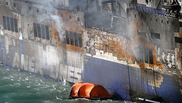 Nach wie vor ist unklar, wie viele Passagiere an Bord waren. Weitere Tote werden befürchtet. (Bild: AP)