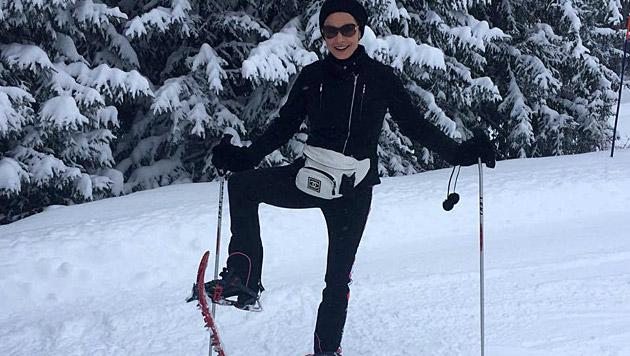 Eine Schneeschuhwanderung lässt sich Catherine Zeta-Jones nicht entgehen. (Bild: facebook.com/Catherinezetajones)