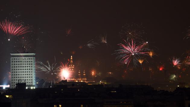 Silvesterpfad: 620.000 Besucher trotzten der Kälte (Bild: APA/HERBERT P. OCZERET)