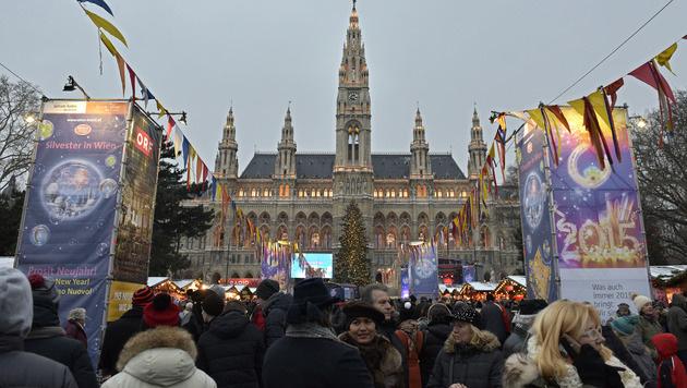 Silvesterpfad: 620.000 Besucher trotzten der Kälte (Bild: APA/HANS PUNZ)