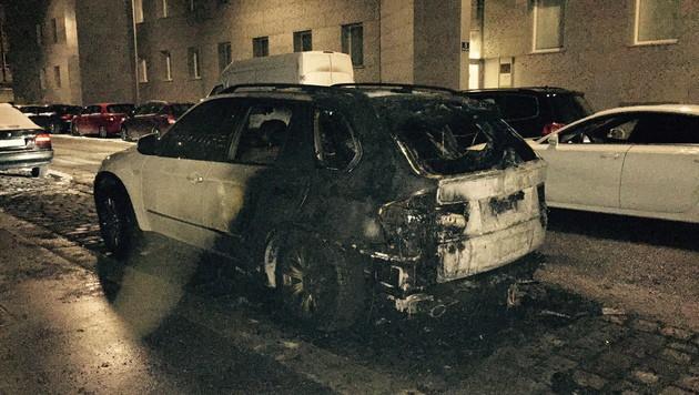 """Im 3. Wiener Gemeindebezirk ging ein Auto in Flammen auf. (Bild: """"Krone""""-Leserreporter Petre Ognjanovski)"""