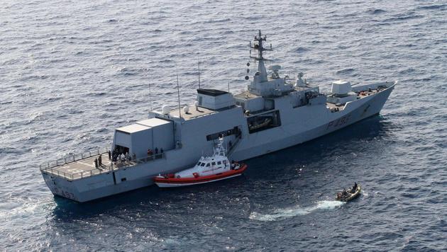 Ein Schiff der italienischen Marine (Bild: ELIO DESIDERIO/EPA/picturedesk.com (Symbolbild))